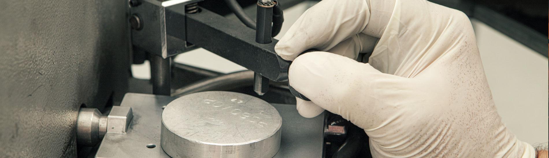 Analisi in laboratorio di controllo - Fometal - Fonderia alluminio, leghe madri e affini